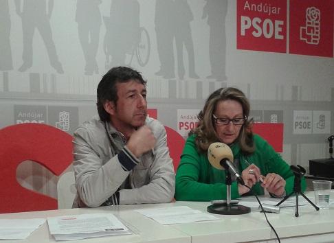 Los concejales socialistas en el Ayuntamiento de Andújar, Paco Plaza e Isabel Ginés.