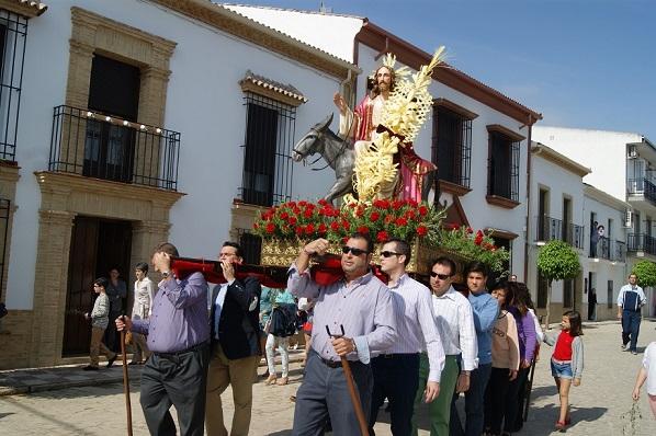 La procesión de la Borriquita recorrió las principales calles de Lopera.
