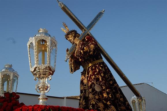 Nuestro Padre Jesús Nazareno por las calles de Lopera en el viernes santo.