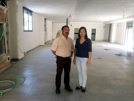 José Castro e Isabel Uceda visitan la futura Biblioteca de Lopera.
