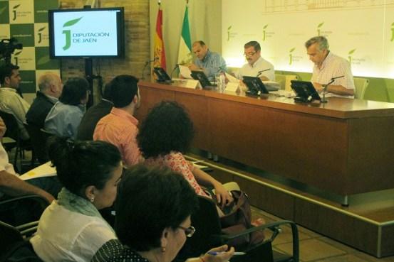 """En el centro José Castro da a conocer a los alcaldes el """"Programa Aura"""" a municuipios que han sufrido inclemencias por el temporal."""