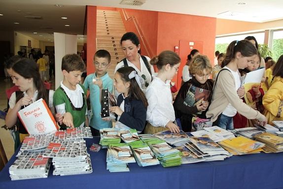 Los estudiantes participan en las actividades por el Día de Europa.