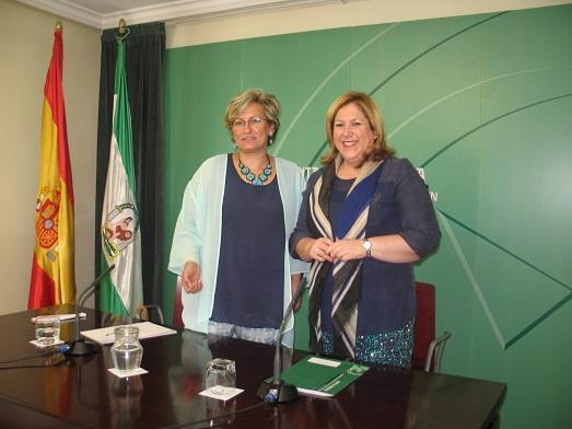 Adoración Quesada y Ángeles Jiménez en la presentación de la memoria.