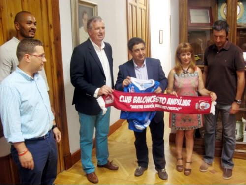 Francisco Reyes ha mantenido una reunión con la junta directiva del Club Andújar de Baloncesto.