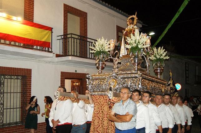 Procesión de San Roque por las calles de Lopera.