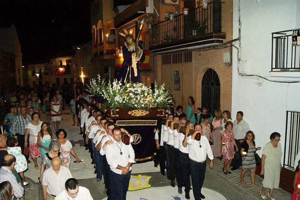 Las calles de Lopera se engalanaron para recibir a Nuestro Padre Jesús Nazareno.