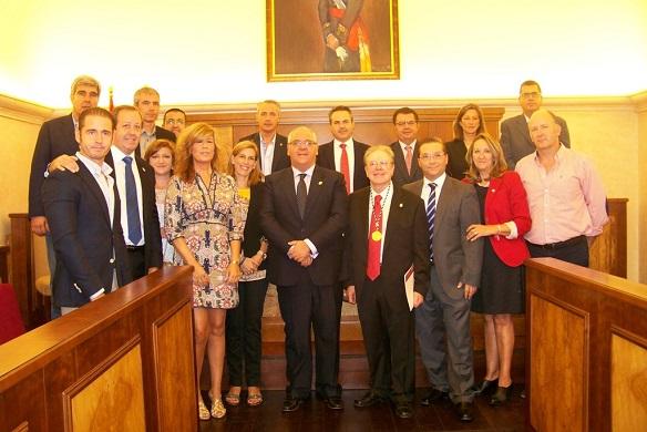 Foto de familia del acto de homenaje a Miguel Fuentes del Olmo.
