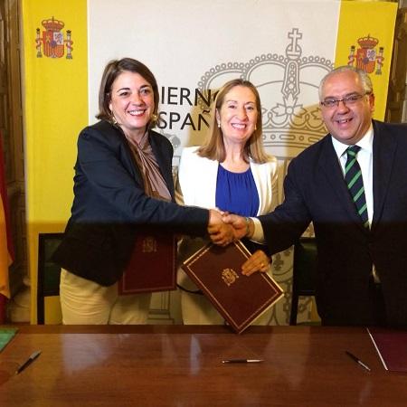 Elena Cortés, Ana Pastor y Jesús Estrella manifiestan el acuerdo.