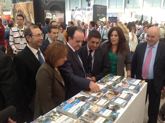 """Autoridades presentes en el acto inaugural de la Feria """"Tierra Adentro""""."""