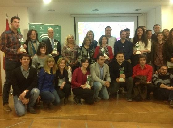 Foto de familia de los premiados por el IAJ.