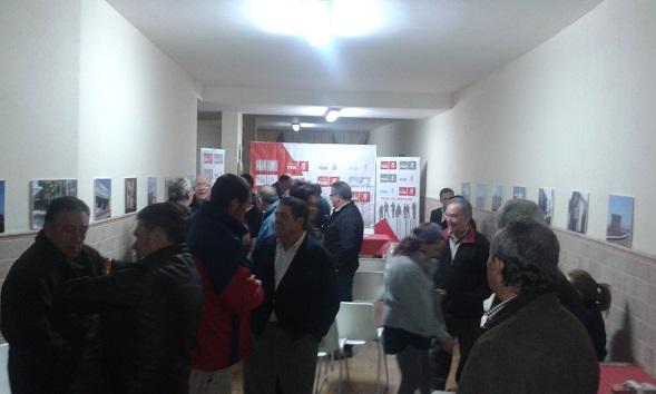 Los vecinos acudieron al acto del PSOE de Andújar.