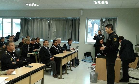 Clase teórica incluida dentro del proyecto FORLAB en el Centro de Prácticas Policiales.