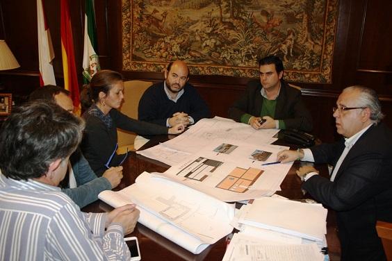 Reunión en el Palacio Municipal para abordar el proyecto de apertura de un Burger King en Andújar.