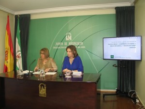 Purificación Gálvez y Ana Cobo presentan las nuevas medidas.