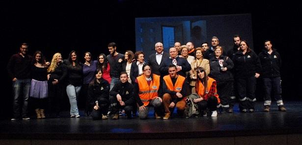 Foto de Familia de todos los premiados, junto al alcalde de Andújar, Jesús Estrella.