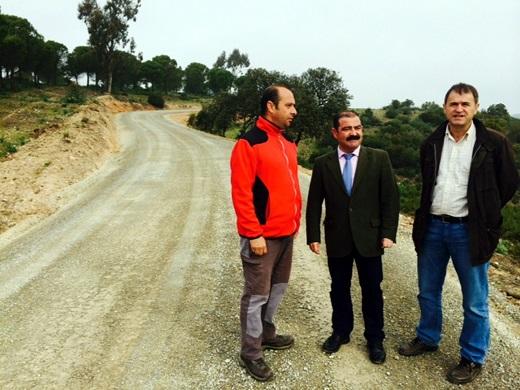 José Castro y Blas Alvés visitan la carretera JV-5041 Los Escoriales-Presa del Rumblar en VVª de la Reina.