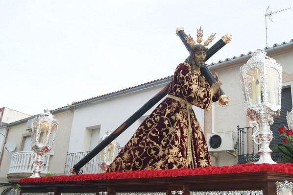 Devoción y entrega cofrade con el Nazareno en Lopera.
