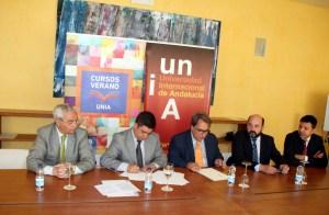 Marín, Reyes y Domínguez, durante la firma de este acuerdo.