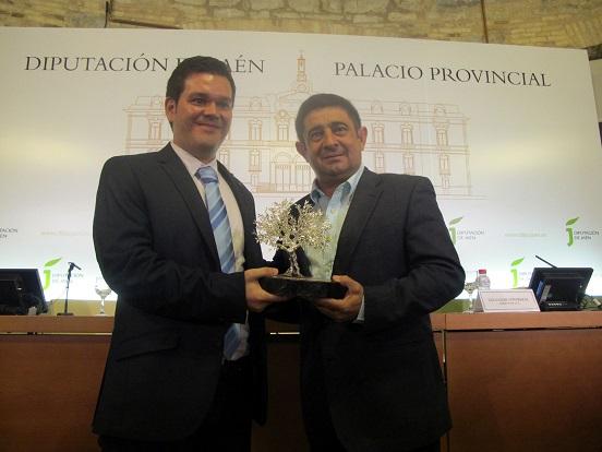 El presidente de la Diputación ha entregado a Rafael Mantas este premio.