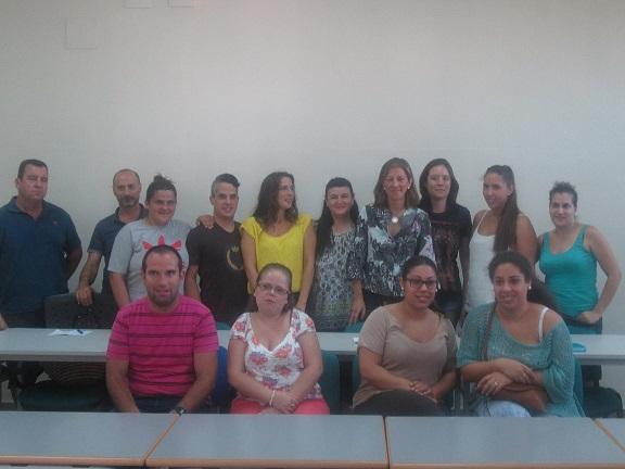 La concejala de Promoción, Formación y Comercio, Encarna Camacho, junto a los alumnos de este curso.