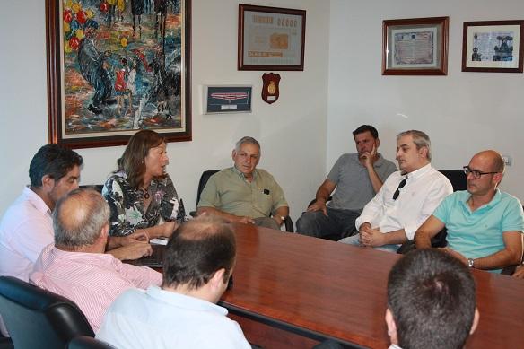 La Concejala de Urbanismo y Vivienda, Encarnación Camacho, se ha reunido con los constructores de Andújar.