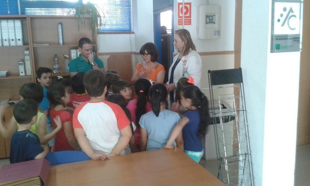 Los escolares visitan el centro de salud 'Puerta de Madrid', de Andújar.