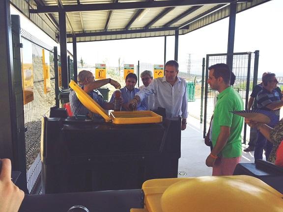 El delegado territorial de Agricultura y Medio Ambiente, Sebastián Quirós, ha inaugurado este Punto Limpio de Porcuna.