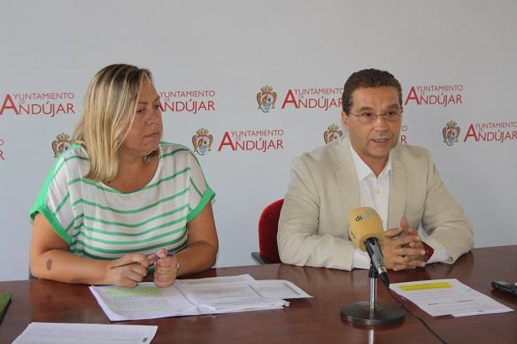 El Alcalde de Andújar, Paco Huertas, y la Concejal de Personal, Igualdad y Bienestar Social, Pepa Jurado.