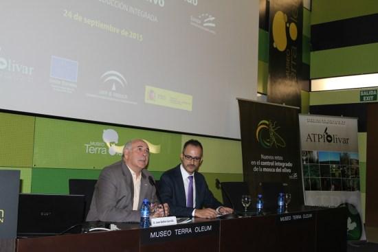 Acto de inauguración de las  jornadas divulgativas para informar de los nuevos retos en el control integrado de la mosca del olivo.