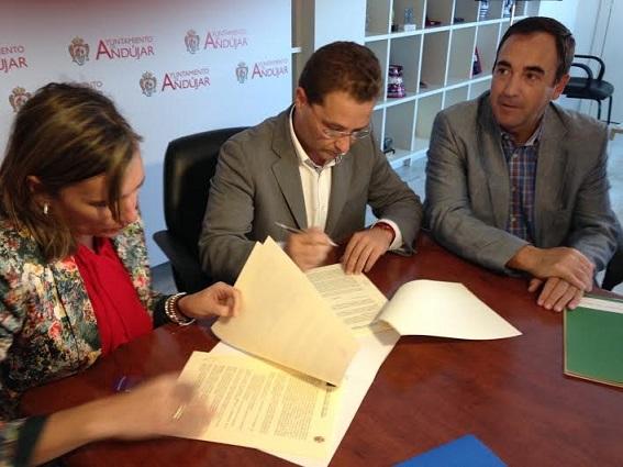 Acto de la firma del convenio entre Andalucía Emprende y el Ayuntamiento de Andújar.