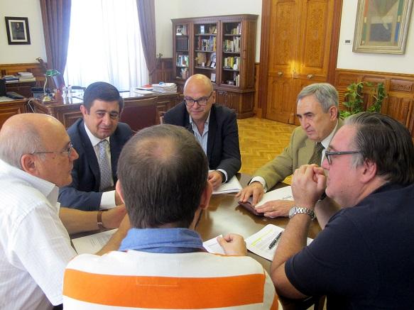Francisco Reyes se ha reunido con representantes de la Plataforma Pro-refugiados.