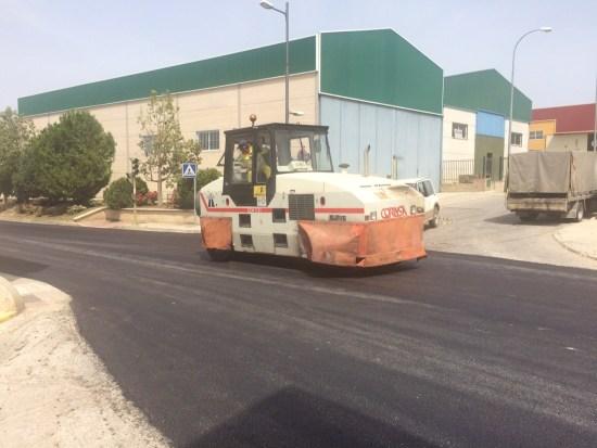 Trabajos de asfaltado y conservación de una carretera en la provincia de Jaén.