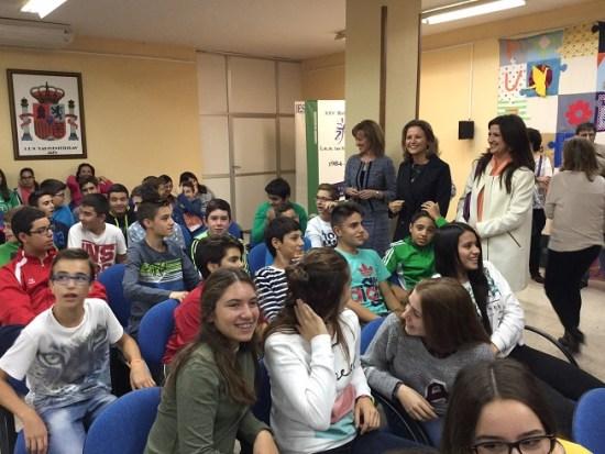 La delegada del Gobierno, Ana Cobo, ha estado acompañada de la delegada territorial de Educación, Yolanda Caballero.