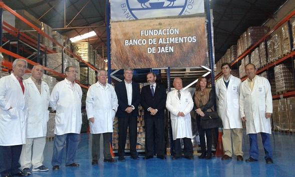 El subdelegado del Gobierno, Juan Lillo, asiste al acto de entrega de los lotes de ayuda alimentaria.