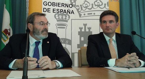 El subdelegado del Gobierno, Juan Lillo, ha presentado hoy esta campaña junto con el jefe provincial de Tráfico, Juan Diego Ramírez.