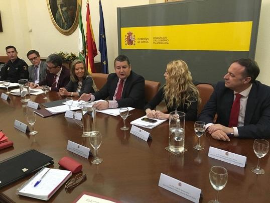 El Delegado del Gobierno en Andalucía, Antonio Sanz, se reunió con los responsables de las Unidades de Violencia de Género.