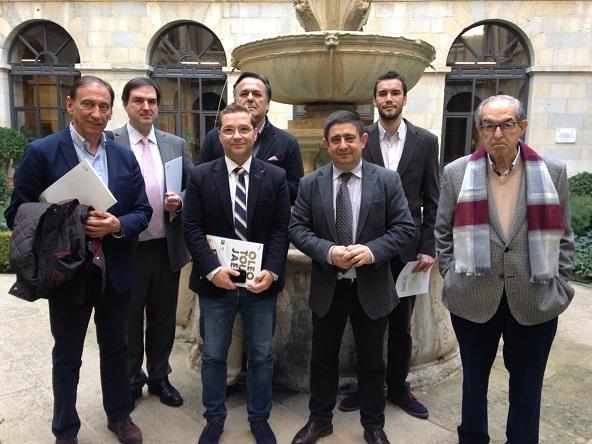 Francisco Reyes, Paco Huertas y Eduardo Criado, junto a los representantes de las empresas de Andújar beneficiadas.