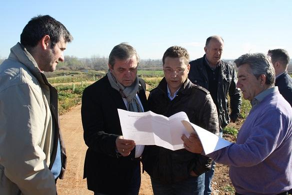 El delegado territorial de Medio Ambiente, Juan Eugenio Ortega, ha entregado al Alcalde de Andújar, Paco Huertas, esta nueva zona recreativa.
