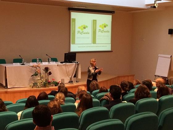 La directora de la Estrategia de Cuidados de la Consejería de Salud, Nieves Lafuente, en el acto de presentación de esta medida.