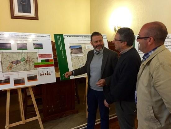 El delegado territorial de Fomento, Rafael Valdivielso, explica los pormenores de estas obras.