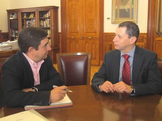 Francisco Reyes junto a Francisco Javier Manzano, durante su reunión.