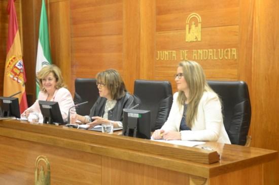 La secretaria general de Servicios Sociales de la Junta de Andalucía, Purificación Gálvez, acompañada de la delegada territorial de Igualdad, Salud y Políticas Sociales en Jaén, Teresa Vega.