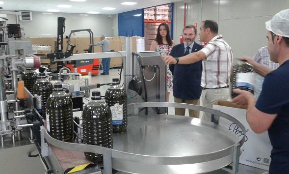 Juan Lillo visita las instalaciones de esta cooperativa.