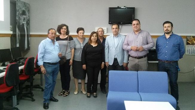 El delegado territorial de Economía, Innovación, Ciencia y Empleo, Antonio de la Torre, ha mantenido  una reunión con representan-tes de la junta directiva de esta asociación.