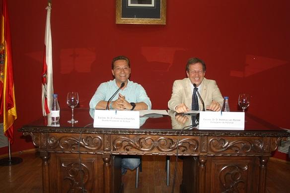 El embajador de Holanda en España, el Sr. Matthjs Van Bonzel, junto al alcalde de Andújar, Paco Huertas.