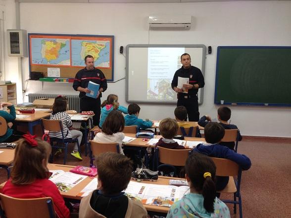 Una de las charlas impartidas por el Cuerpo de Bomberos del Ayuntamiento de Andújar.