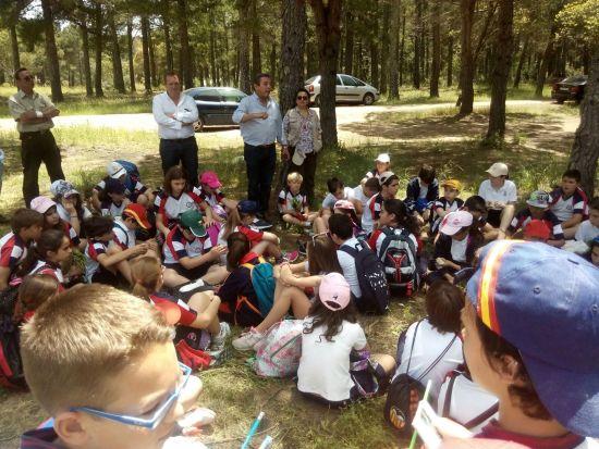 El delegado territorial de Medio Ambiente y Ordenación del Te-rritorio, Juan Eugenio Ortega, ha celebrado este día con escolares en la Sierra.