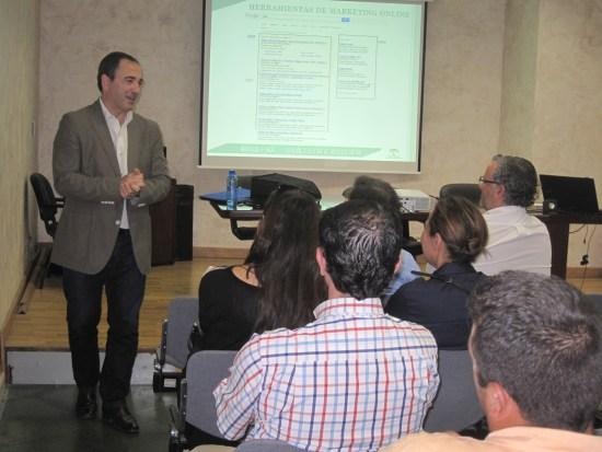El delegado territorial de Economía, Innovación, Ciencia y Empleo, Antonio de la Torre, ha asistido a esta actividad.