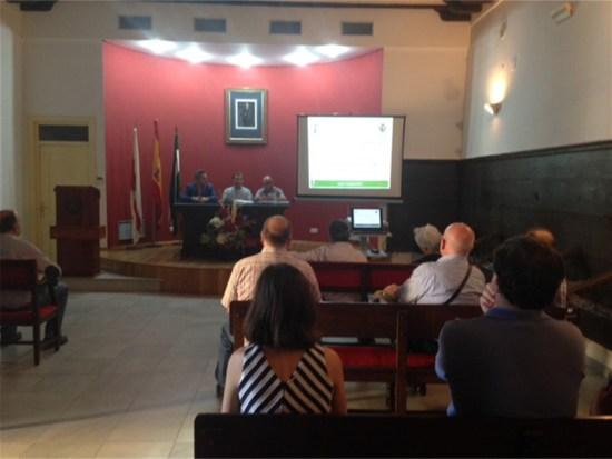Encuentro de Manuel Fernández y Francisco Huertas con los empresarios turísticos iliturgitanos.