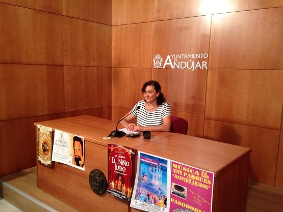 La concejala de Cultura del Ayuntamiento de Andújar, María José Bueno, en rueda de prensa.